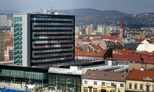 Panorama of Košice (Photo: Of / Wikimedia Commons / Public Domain / image modified by Run International EU)